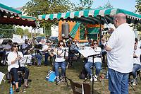 Blasorchester spielt beim Frühschoppen - Büttelborn 19.09.2021: Biddelberner Kerb an der Tornhall