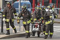 - exercise of terroristic attack, firemen with electricity generator....- esercitazione antiterrorismo, Vigili del Fuoco con generatore elettrogeno