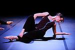 DANSER DE PEUR..Choregraphie : DOBBELS Daniel.Compagnie : COMPAGNIE DE L ENTRE DEUX.Lumiere : MOLINIE Boris.Avec :.BERLAND Aurelie.QUETTIER Carole.LANCELIN Anne Sophie.SOLEILHAVOUP Raphael.Lieu : Theatre Jean Vilar.Cadre : Biennale Nationale de Danse du Val de Marne 2009.Ville : Vitry sur Seine.Le : 06 03 2009.© Laurent PAILLIER / photosdedanse.com