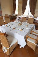restaurant table chateau la garde pessac leognan graves bordeaux france