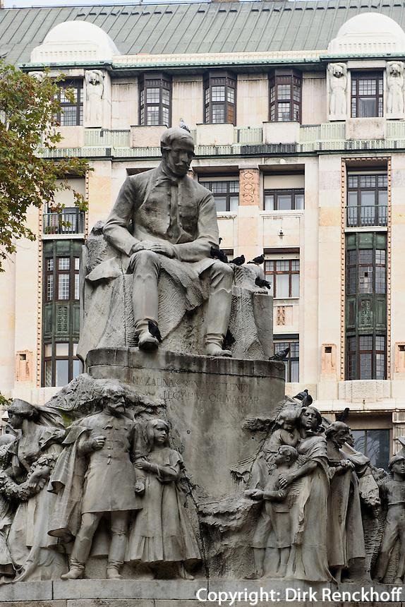 Denkmal Mihály Vörösmarty am Vörösmarty tér, Budapest, Ungarn