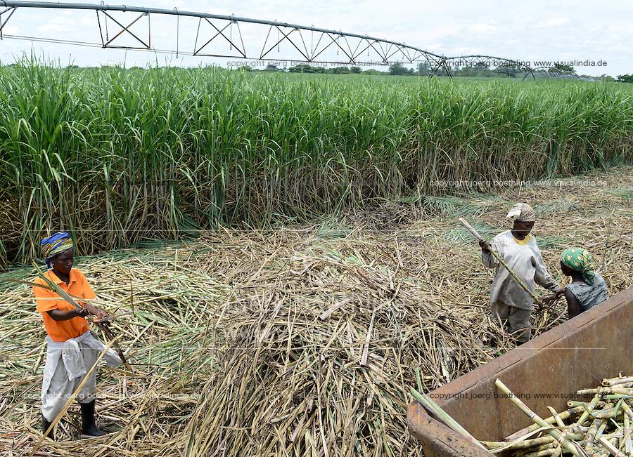 OZAMBIQUE, Lamego, BAGC Beira agricultural growth corridor, 450 hectares sugar cane plantation of south african company Tongaat Hulett, the sugar is processed in a sugar factory in Mafambisse, Pivot circular irrigation system / MOSAMBIK, Lamego, BAGC Beira agricultural growth corridor, 450 Hektar Zuckerrohr Farm der suedafrikanischen Firma Tonga Hulett, Pivot Kreis Bewaesserungsanlage