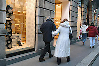 - shopping nel centro di Milano, corso Vittorio Emanuele e via Montenapoleone, negozio Ferragamo..- shopping in the center of Milan, Vittorio Emanuele and  Montenapoleone street, Ferragamo shop