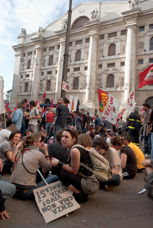"Milano, ""Occupyamo Piazza Affari"", manifestazione di protesta di partiti e organizzazioni di estrema sinistra contro la crisi economica e i provvedimenti messi in atto dal governo. Presidio in Piazza Affari davanti alla Borsa --- Milan, ""Occupy Piazza Affari"", demonstration of  extreme left parties and organizations to protest against the  economic crisis and the Government. Garrison in Affari square in front of the Stock Exchange"