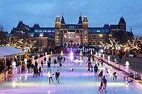 Nederland - Amsterdam - januari 2018. IJsbaan op het Museumplein. Op de achtergrond het Rijksmuseum. Foto Berlinda van Dam / Hollandse Hoogte