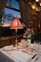 Europe/République Tchèque/Prague:A bord du wagon restaurant  l'Orient-Express Train de Luxe qui assure la liaison Calais,Paris , Prague,Venise [Non destiné à un usage publicitaire - Not intended for an advertising use]