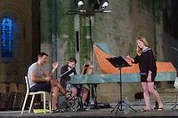 Académie de musique ancienne - Festival du Périgord Noir, une soprano dans l'Église, accompagnée au clavecin