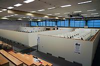 Eingang zum Impfzentrum - Gross-Gerau 21.12.2020: Impfzentrum Groß-Gerau in der Sporthalle der Martin-Buber Schule