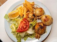 Spanien, Mallorca, Tellergericht mit Tintenfisch (Sepia)