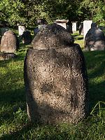 Mönchsfriedhof im Songwon-Tal in den Myohyang-Bergen, Nordkorea, Asien<br /> Monks cemetery in Songwon-Valley, Myoohyang-Mountains, North Korea, Asia