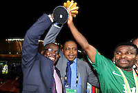 Kalusha Bwalya President della Federazione dello Zambia e Christopher Katongo con la coppa.Libreville 12/2/2012 .Football Calcio 2012.Coppa d'Africa.Zambia Costa d'Avorio.Foto Insidefoto / Christian Liewig / FEP / Panoramic.ITALY ONLY