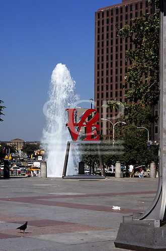 Philadelphia, USA. Fountain and LOVE statue in JFK Plaza with Ben Franklin Parkway and Philadelphia Museum of Art behind.