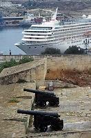 - cruise ship in the port of Valletta....- nave da crociera nel porto di Valletta