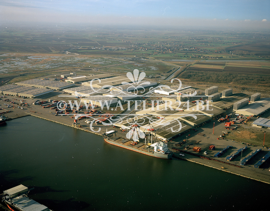 December 1998. Katoen Natie in de haven van Antwerpen.