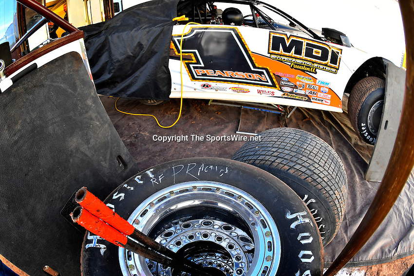 Jan 7, 2017; 5:07:18 PM; QUEEN CREEK, AZ., USA; 11th Annual Keyser Manufacturing Wild West Shootout at Arizona Speedway presented by O'Reilly Auto Parts. Mandatory Credit: (thesportswire.net)