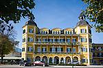 Oesterreich, Kaernten, Velden am Woerthersee: Schloss Velden, Drehort u.a. fuer die TV-Serie Ein Schloß am Woerthersee mit Roy Black, wird heute als Hotel betrieben | Austria, Carinthia, Velden am Woerthersee: Castle Velden, today a hotel