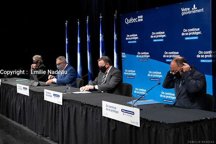 Point de presse avec le ministre de la Santé et des Services sociaux, M. Christian Dube, la ministre déléguée aux Transports et ministre responsable de la Métropole et de la région de Montréal, Mme Chantal Rouleau, et le directeur national de la santé publique, M. Horacio Arruda<br /> le 30 juin 2020, PLace--des-arts<br /> <br /> <br /> PHOTO :  Emilie Nadeau<br /> Photographe officielle<br /> Cabinet du premier ministre