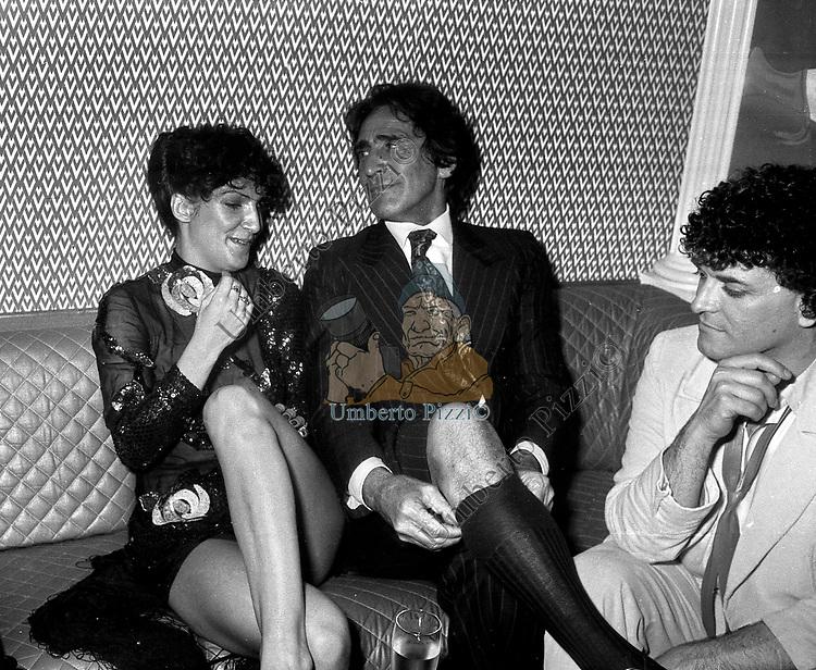 WALTER CHIARI CON FRANCESCA GUIDATO E CRISTIANO MALGIOGLIO<br /> FESTA CRISTIANO MALGIOGLIO - OPEN GATE  ROMA 1981