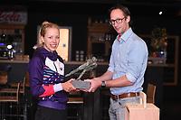 SCHAATSEN: HEERENVEEN: 11-10-2018, IJsstadion Thialf, Marathonschaatsster het Jaar, Iris van der Stelt, Willem Hut overhandigt de Award, ©Martin de Jong