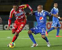 BOGOTA -COLOMBIA, 16 -AGOSTO-2014. Juan Ortiz ( D) de  Millonarios disputa el balón con Jairo Patiño( I ) del Deportivo Pasto durante partido de la  quinta  fecha  de La Liga Postobón 2014-2. Estadio Nemesio Camacho El Campin  . / Juan Ortiz (R ) of Millonarios   fights for the ball with Jairo Patiño of Deportivo Pasto during match of the 5th date of Postobon  League 2014-2. Nemesio Camacho El Campin  Stadium. Photo: VizzorImage / Felipe Caicedo / Staff