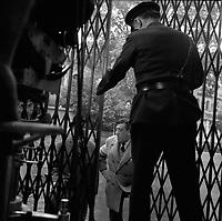 """Tournage du film """"La Bourse ou la Vie"""" de Jean Pierre Mocky, dans le quartier de St Sernin, Tououse, France, novembre 1965<br /> <br /> Scene avec Fernandel, Place Saint-Sernin. Le 2 novembre 1965<br /> <br /> PHOTO:  Fonds André Cros,"""