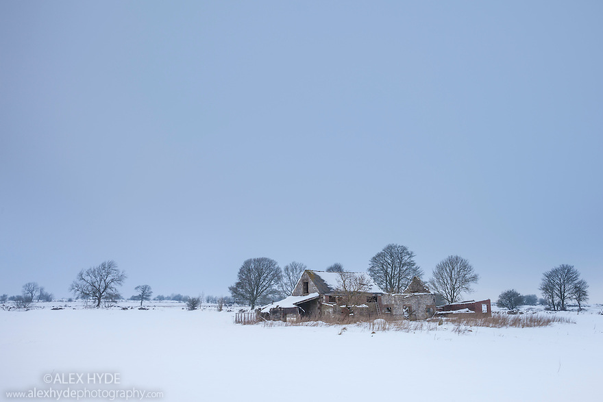 Barn on Bonsall Moor after heavy snow, Peak DIstrict National Park, Derbyshire, UK. January.