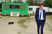 NICOLAS DUPONT-AIGNAN EN DEPLACEMENT DANS UN REFUGE ANIMALIER A MONTGERON, FRANCE, 14/04/2017.