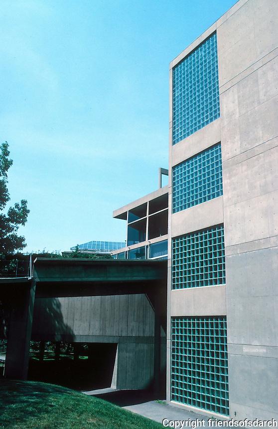 Le Corbusier: Carpenter Center, Harvard. Quincy St. elevation.
