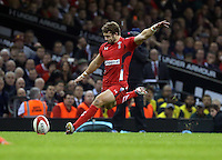Pictured: Leigh Halfpenny of Wales scores three points with a penalty kick Saturday 29 November 2014<br />