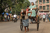 "Asien Suedasien Indien Westbengalen Megacity Kalkutta , Rickshaw Kuli - Verkehr Transport xagndaz | .South asia India Westbengal Calcutta Kolkatta, rikshaw kuli  - Megacities transport .| [ copyright (c) Joerg Boethling / agenda , Veroeffentlichung nur gegen Honorar und Belegexemplar an / publication only with royalties and copy to:  agenda PG   Rothestr. 66   Germany D-22765 Hamburg   ph. ++49 40 391 907 14   e-mail: boethling@agenda-fototext.de   www.agenda-fototext.de   Bank: Hamburger Sparkasse  BLZ 200 505 50  Kto. 1281 120 178   IBAN: DE96 2005 0550 1281 1201 78   BIC: ""HASPDEHH"" ,  WEITERE MOTIVE ZU DIESEM THEMA SIND VORHANDEN!! MORE PICTURES ON THIS SUBJECT AVAILABLE!!  ] [#0,26,121#]"