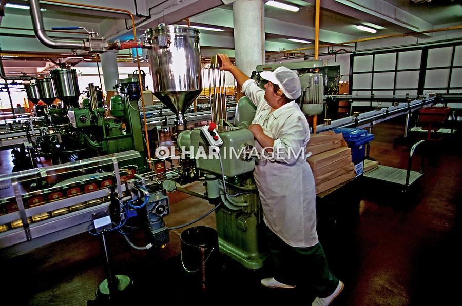 Indústria de azeite Galo em Abrantes. Portugal. 1999. Foto de Juca Martins.