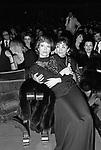 """LINA WERTMULLER CON LUCIANA PALUZZI<br /> PREMIO DEL CINEMA """"MASCHERA D'ORO"""" RODOLFO VALENTINO - TEATRO POLITEAMA LECCE 12 1976"""