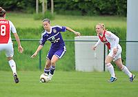 RSC Anderlecht Dames - Ajax Amsterdam : Cynthia Browaeys voor Linda Bakker (rechts).foto DAVID CATRY / Nikonpro.be
