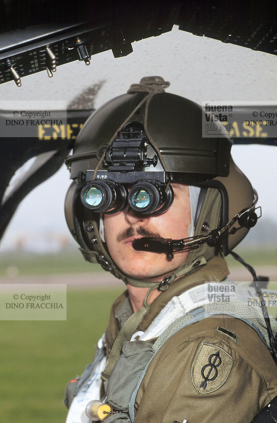 - pilot of a helicopter OH 58D of the US Army with  night visor....- pilota di un elicottero OH 58D dell'US Army con visori notturni