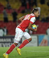 BOGOTA- COLOMBIA -16 -04-2014:Wilder Medina jugador de Independiente Santa Fe, corre a celebra el gol anotado a Universidad Autonoma durante partido aplazado entre Independiente Santa Fe y Universidad Autonoma por la fecha 16 entre de la Liga Postobon I 2014, jugado en el estadio Nemesio Camacho El Campin de la ciudad de Bogota.  / Wilder Medina, player of Independiente Santa Fe, runs to celebrate a goal scored to Universidad Autonoma during a postponed match between Independiente Santa Fe and Universidad Autonoma for the date 16th of the Liga Postobon I 2014 at the Nemesio Camacho El Campin Stadium in Bogota city. Photo: VizzorImage  / Luis Ramirez / Staff.