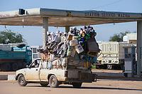 CHAD, Guéra, Mongo, petrol station, overloaded pickup car / TSCHAD , Guéra, Mongo, Tankstelle, überladener Pickup Wagen