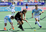 The Hague, Netherlands, June 06: Blair Hilton #9 of New Zealand covers the ball against Guido Barreiros #18 of Argentina during the field hockey group match (Men - Group B) between the Black Sticks of New Zealand and Argentina on June 6, 2014 during the World Cup 2014 at Kyocera Stadium in The Hague, Netherlands. Final score 1-3 (0-0) (Photo by Dirk Markgraf / www.265-images.com) *** Local caption *** Guido Barreiros #18 of Argentina, Blair Hilton #9 of New Zealand, Gonzalo Peillat #2 of Argentina