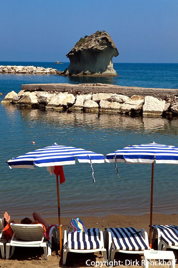 Italien, Ischia, Steinpilz von Lacco Ameno, Strand