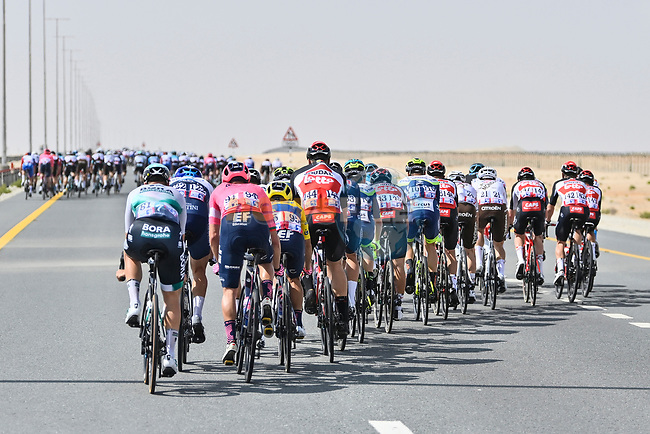 The race splits as crosswinds start to blow during Stage 1 of the 2021 UAE Tour the ADNOC Stage running 176km from Al Dhafra Castle to Al Mirfa, Abu Dhabi, UAE. 21st February 2021.  <br /> Picture: LaPresse/Fabio Ferrari | Cyclefile<br /> <br /> All photos usage must carry mandatory copyright credit (© Cyclefile | LaPresse/Fabio Ferrari)