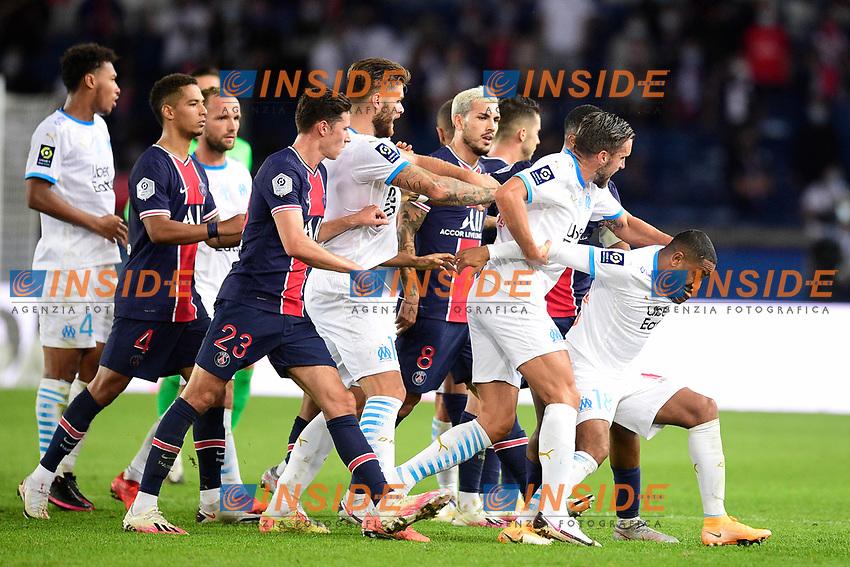 incident entre Layvin Kurzawa (PSG) et Alvaro Gonzalez (OM)  - coup de pied<br /> 13/09/2020<br /> Paris Saint Germain PSG vs Olympique Marseille OM <br /> Calcio Ligue 1 2020/2021  <br /> Foto JB Autissier Panoramic/insidefoto <br /> ITALY ONLY