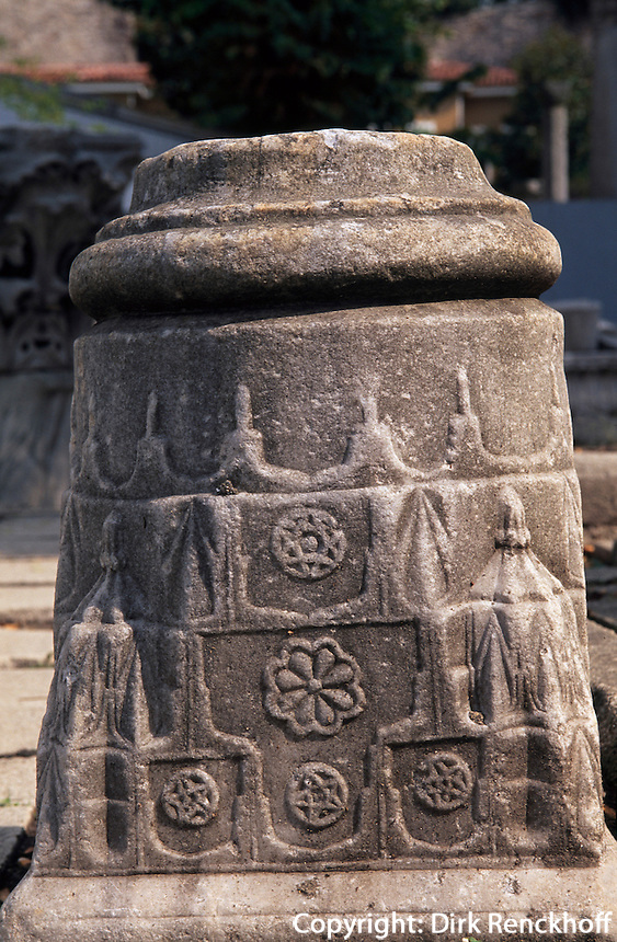 Türkei, Säulendetail der Theodisianischen Sophienkirche bei der Hagia Sophia in Istanbul