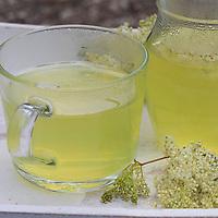 Mädesüß-Tee, Mädesüss-Tee, Mädesüßtee, Tee aus Mädesüß-Blüten, Kräutertee, Heiltee aus Mädesüß, Mädesüss, Blütentee. Echtes Mädesüß, Mädesüss, Filipendula ulmaria, Meadow Sweet, Quenn of the Meadow, tea, herbal tea, herb tea, Reine des prés