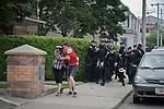 © Hughes Léglise-Bataille/Wostok Press.Canada, Toronto.27.06.2010..Une centaine de militants se sont rassembles le 27/06/210 devant le centre de detention provisoire du G20 a Toronto, en solidarite avec les plus de 400 manifestants arretes la veille. Plusieurs ont ete relaches dans la journee, tandis que la police chargeait la foule de temps a autre sans raison apparente...About a hundred militants gathered in front of the temporary G20 detention center in Toronto on June 27, expressing their solidarity with the more than 400 demonstrators arrested the day before. A few were released during the day, while the police occasionnally charged the crowd with no apparent reason.