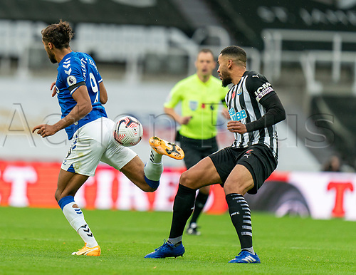 1st November 2020; St James Park, Newcastle, Tyne and Wear, England; English Premier League Football, Newcastle United versus Everton; Dominic Calvert-Lewin of Everton controls ball from behind as Jamaal Lascelles of Newcastle United looks on
