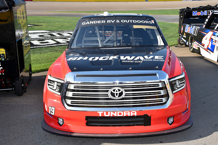 #19: Derek Kraus, McAnally Hilgemann Racing, Toyota Tundra SHOCKWAVE/ENEOS