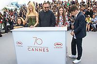 Sunny SULJIC, Nicole KIDMAN, Yorgos LANTHIMOS, Raffey CASSIDY et Barry KEOGHAN en photocall pour le film MISE A MORT DU CERF SACRE lors du soixante-dixième (70ème) Festival du Film à Cannes, Palais des Festivals et des Congres, Cannes, Sud de la France, lundi 22 mai 2017. Philippe FARJON / VISUAL Press Agency