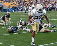 Broderick Snoddy scores on a 34-yard touchdown run. The Georgia Tech Yellow Jackets defeated the Pitt Panthers 56-28 at Heinz Field, Pittsburgh Pennsylvania on October 25, 2014.