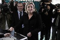 Marine Le Pen .22/04/2012 Hénin-Beaumont-  Voto della candidata dell'estrema destra del Fronte nazionale  alle presidenziali francesi (FN), Marine Le Pen, nel seggio di  Hénin-Beaumont, nel nord della Francia..Foto Insidefoto /Pauline Manet / Panoramic .ITALY ONLY.