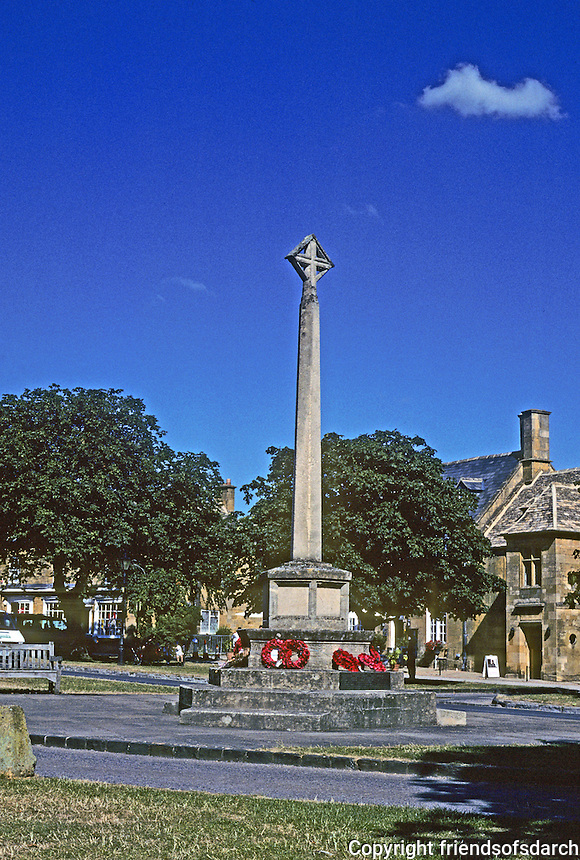 Broadway: Worcestershire--here at this cross the pathway and street converge. Photo '05.
