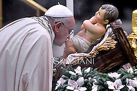 Pope Francis celebrates the Vespers and Te Deum prayers in Saint Peter's Basilica at the Vatican on December 31, 2014